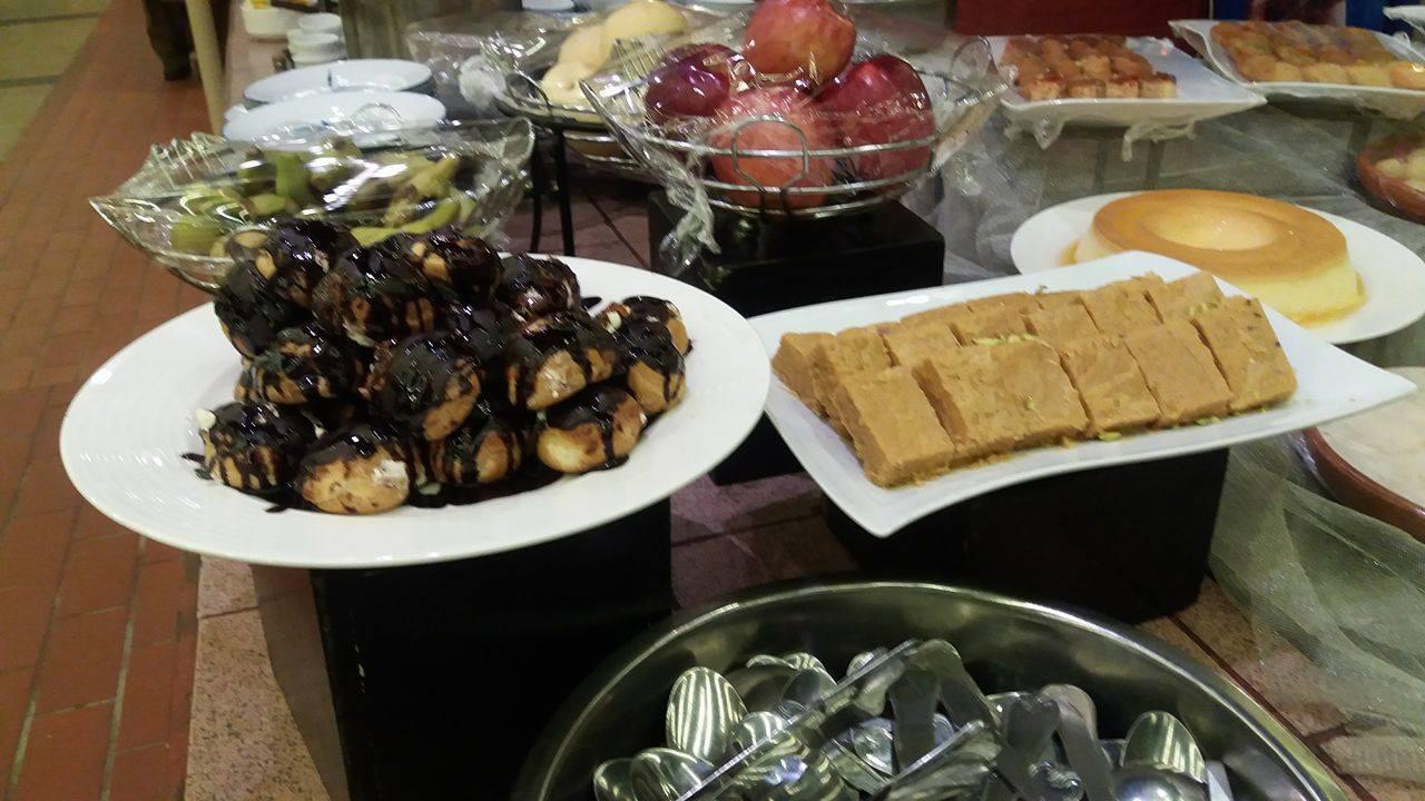 Burns Road Night At AvariTowersKhi Desserts 3