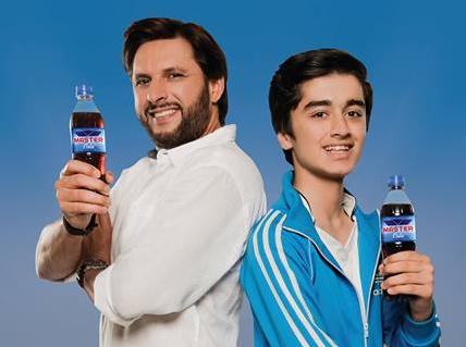 Master-Cola-Shahid-Afridi-Shafiq-Siddiqui-1